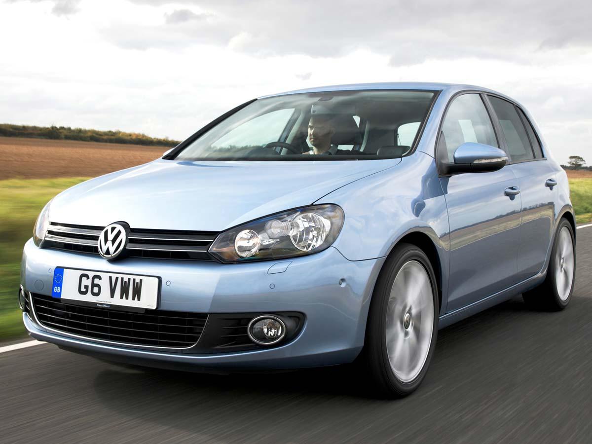 Volkswagen Golf 6 vožnja modre barve